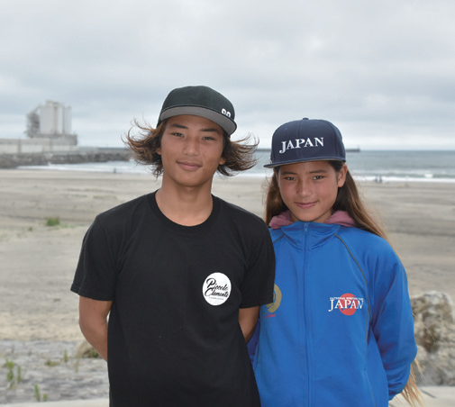 2019 professional longboarding champion Inoue Taka with his sister Kaede, who has also represented Japan in stand-up paddleboarding. Their first trip to Fukushima was blessed with good surf and good memories (© THE SURF NEWS)